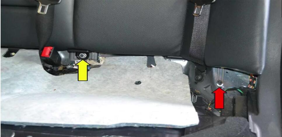 How to Replace Bench Seats for Benz W204 (10)