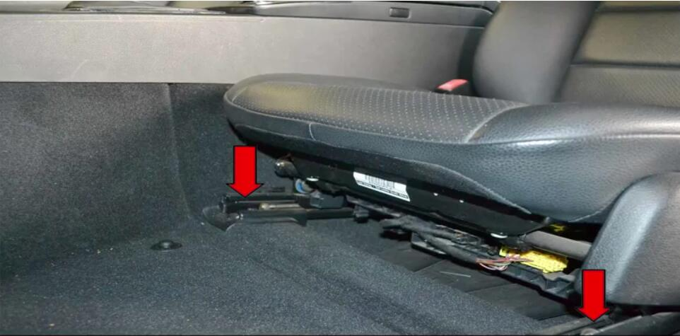 How to Replace Bench Seats for Benz W204 (5)