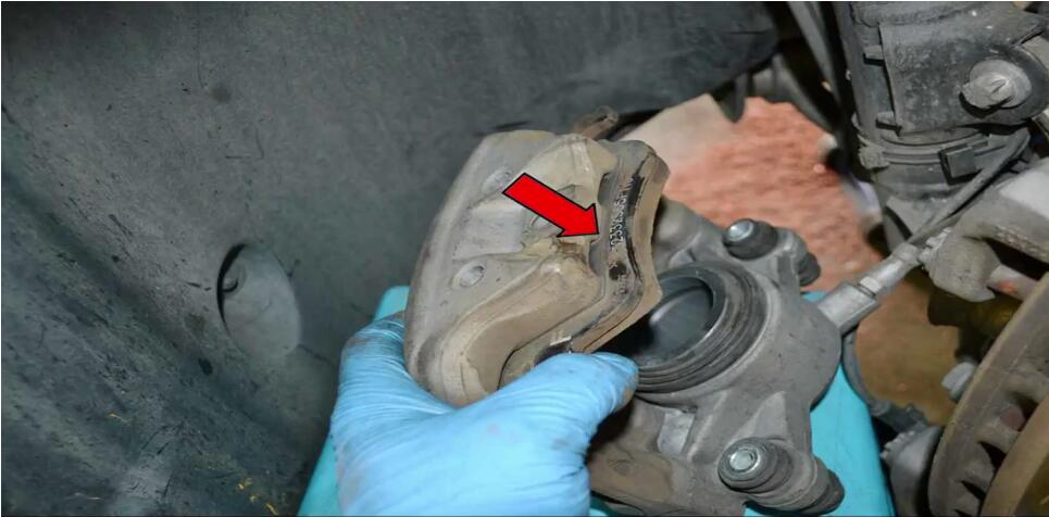 How to Replace Front Brake Pad for Mercedes Benz (14)