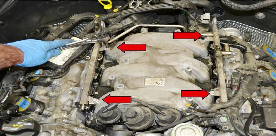 How to Replace Fuel Injector for Benz C350 (17)