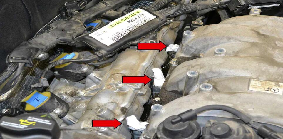 How to Replace Fuel Injector for Benz C350 (19)