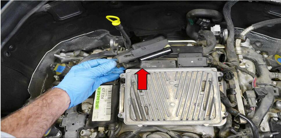How to Replace Fuel Injector for Benz C350 (3)