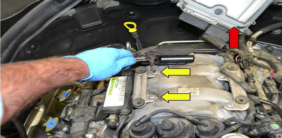 How to Replace Fuel Injector for Benz C350 (4)