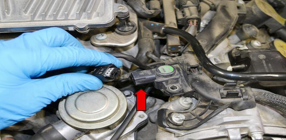 How to Replace MAP Sensor for Mercedes Benz (2)