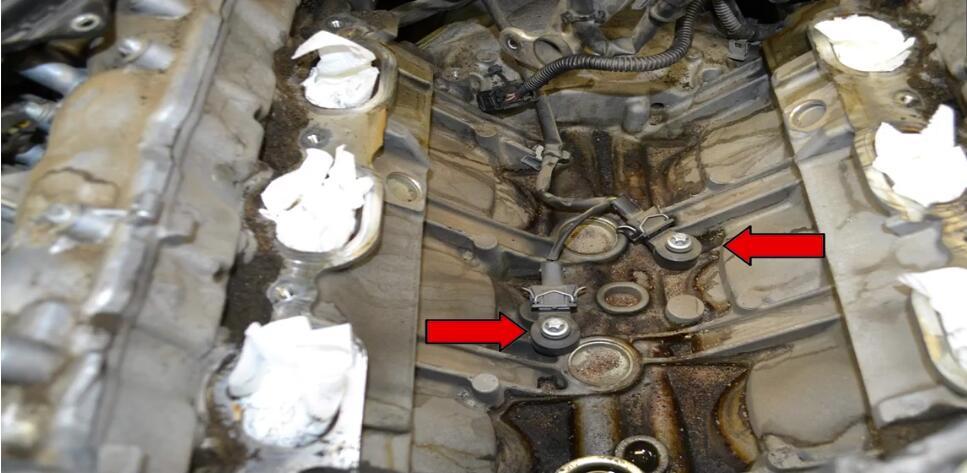 How to Replace Mercedes Benz Knock Sensor (1)