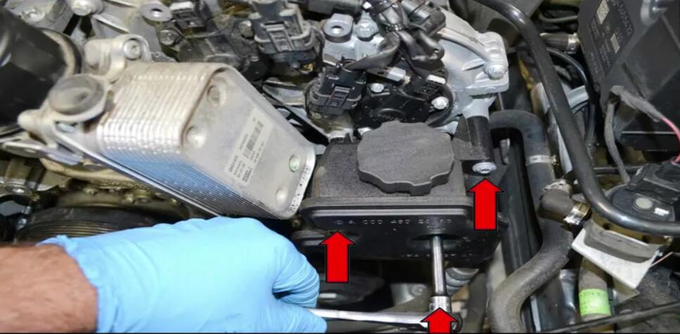 How to Replace Power Steering Pump for Benz W204 (4)