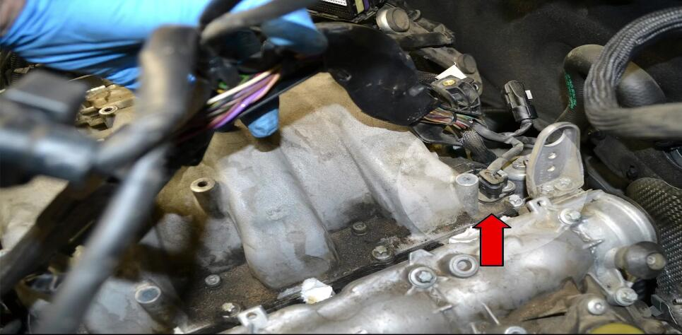 How to Replace Tumble Flap Position Sensor for Benz C350 (5)