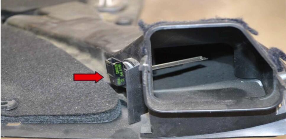 2018.10.29 Mercedes Benz W204 Fottwell Temperature Sensor Replacement