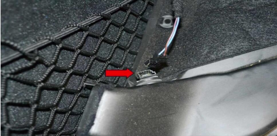 Mercedes Benz W204 Fottwell Temperature Sensor Replacement (6)