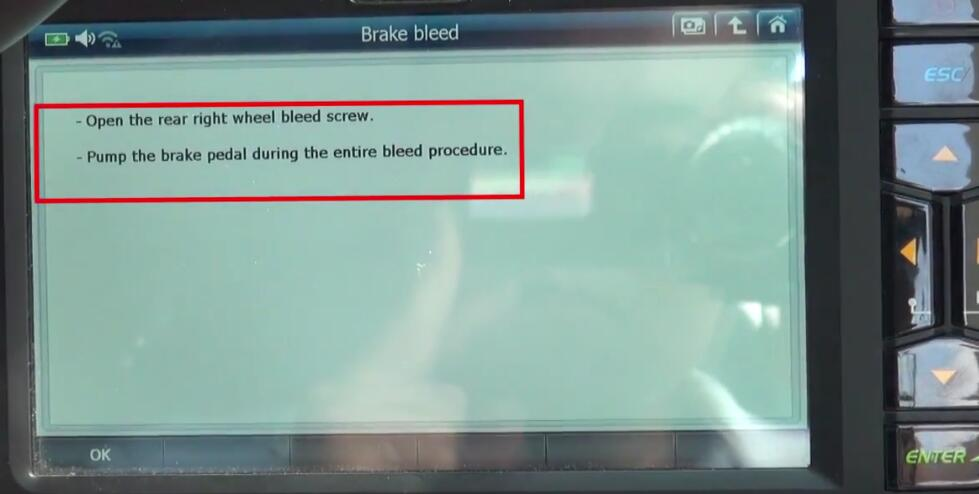 How to Bleed Brake System for Jaguar XF 3L by G-Scan 2 (18)