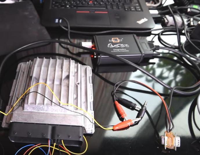 AVDI Read BMW MSD80 MSD81 DME ISN on Bench (4)