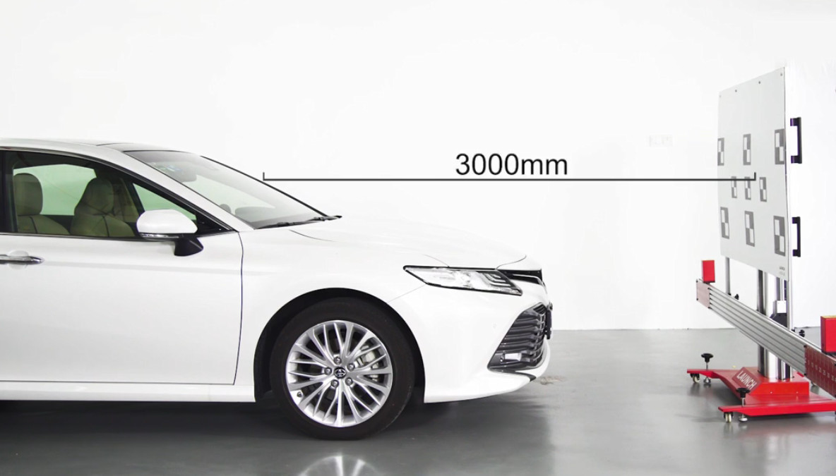 Toyota Camry 2019 Front Camera Calibration by Launch X431 ADAS (7)