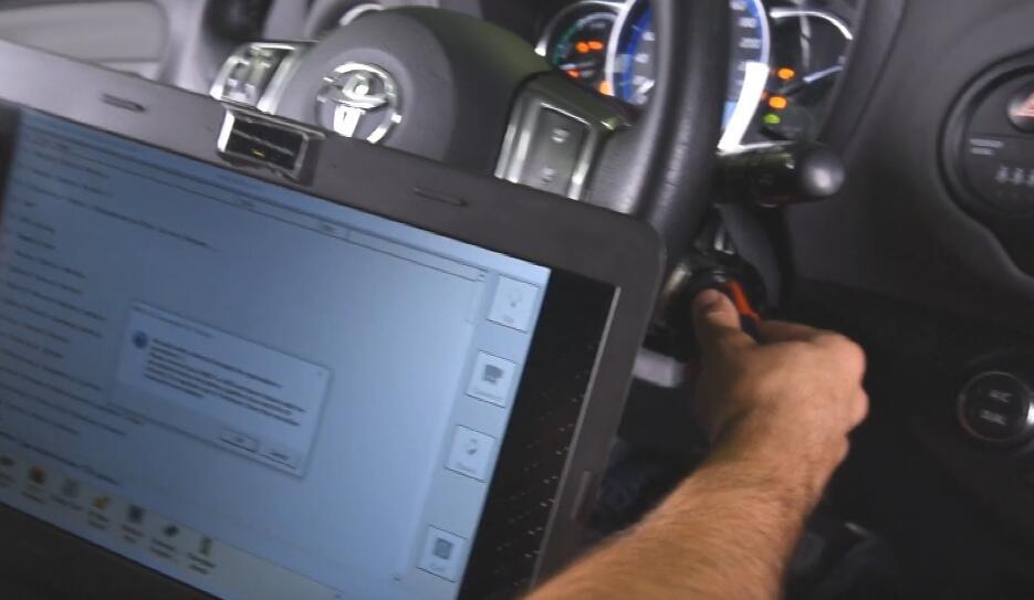 AVDI-Diagnostics-All-Keys-Lost-Programming-by-OBD-for-Toyota-Yaris-Hybrid-6