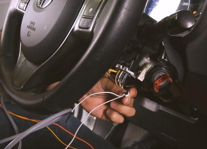AVDI-Diagnostics-All-Keys-Lost-Programming-by-OBD-for-Toyota-Yaris-Hybrid-9