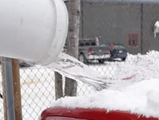 How-Not-to-Clear-Snow-Off-Your-Vehicle-3