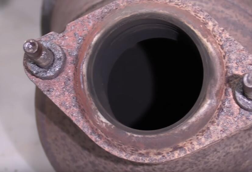 How-to-Diagnose-Catalytic-Converters-When-Check-Engine-Light-Flashing-for-Ford-Escape-2012-12