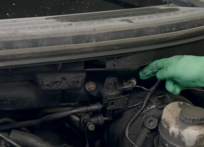 How-to-Replace-EVAP-Purge-Valve-for-Ford-F-150-2004-1