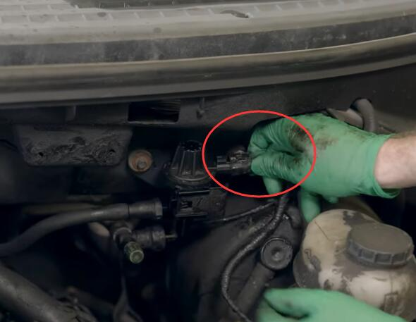 How-to-Replace-EVAP-Purge-Valve-for-Ford-F-150-2004-10
