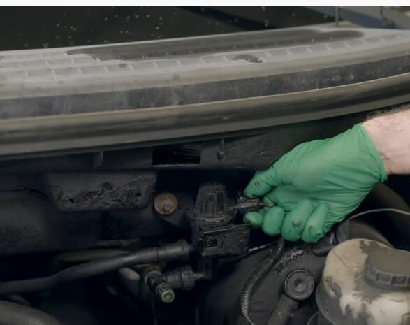 How-to-Replace-EVAP-Purge-Valve-for-Ford-F-150-2004-2