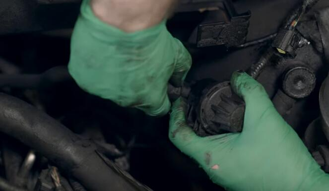 How-to-Replace-EVAP-Purge-Valve-for-Ford-F-150-2004-4