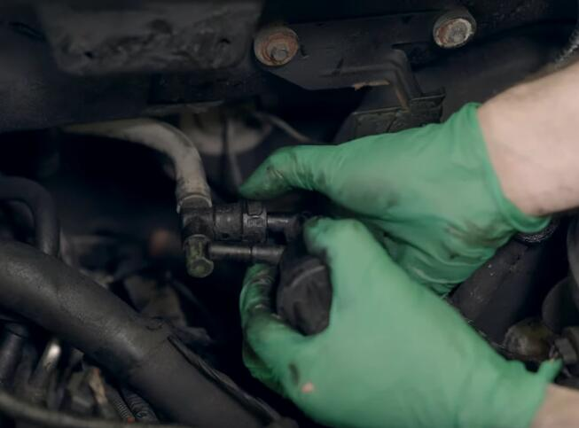 How-to-Replace-EVAP-Purge-Valve-for-Ford-F-150-2004-5