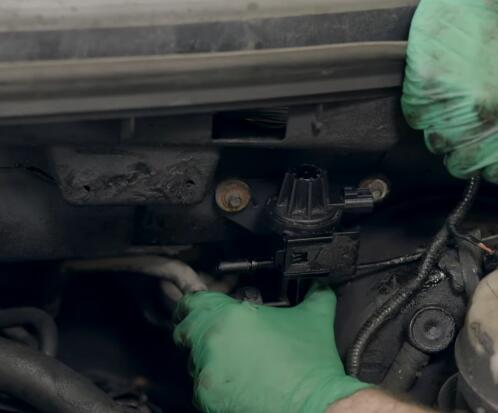 How-to-Replace-EVAP-Purge-Valve-for-Ford-F-150-2004-8