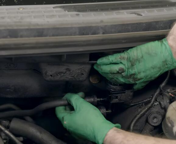 How-to-Replace-EVAP-Purge-Valve-for-Ford-F-150-2004-9