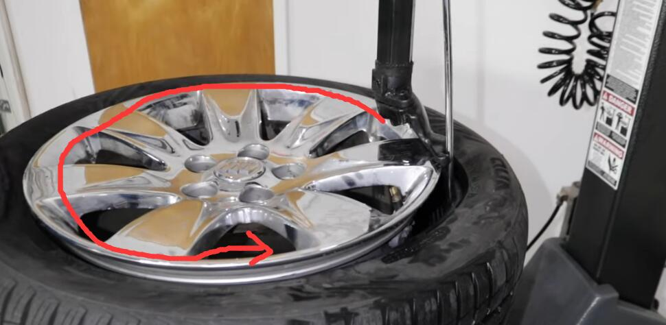 How-to-Fix-Leaking-Air-Problem-in-The-Valve-Stem-for-GM-3