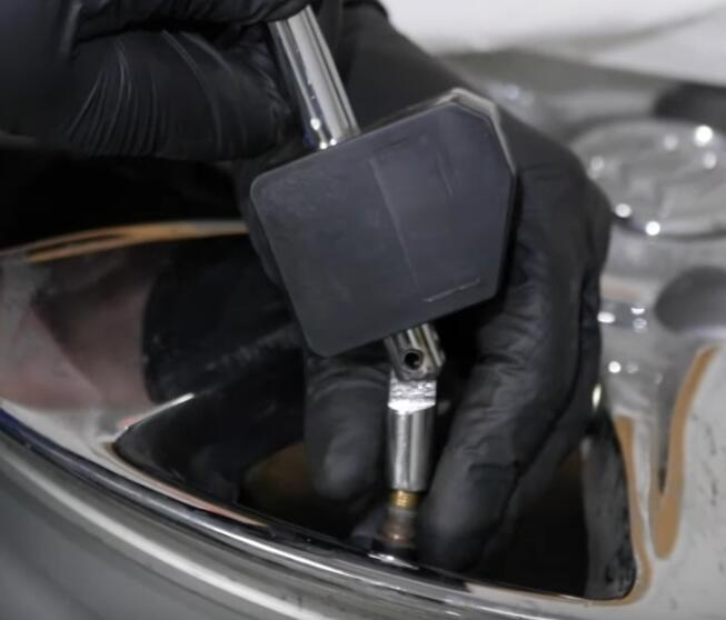 How-to-Fix-Leaking-Air-Problem-in-The-Valve-Stem-for-GM-7