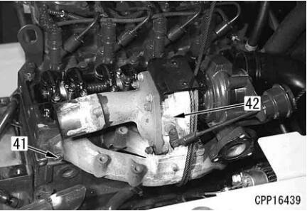 Komatsu-Excavator-PC130-8-Cylinder-Head-Removal-Installation-Guide-16