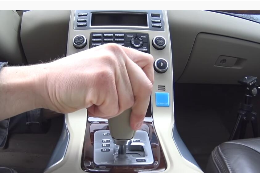 How-to-Shift-into-Neutral-When-Your-Engine-doesn't-start-for-Volvo-3