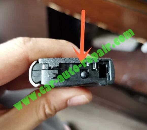 How-to-UpgradeRetrofit-BMW-Black-Blade-Key-to-Silver-Key-3