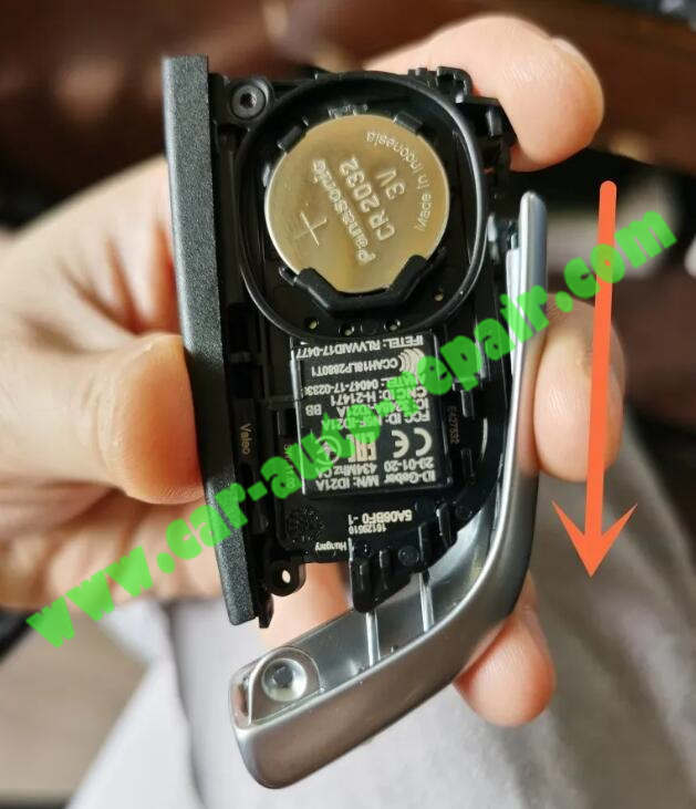 How-to-UpgradeRetrofit-BMW-Black-Blade-Key-to-Silver-Key-6
