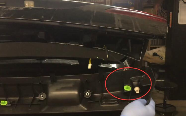 How-to-Remove-Trunk-Tail-LightLid-Liner-Panel-for-Mercedes-Benz-W212-E-Class-4