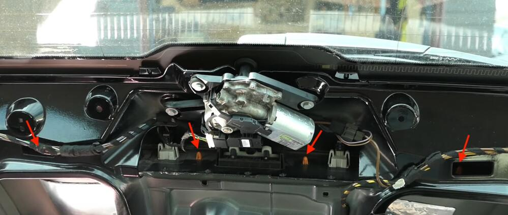 How-to-Change-License-Plate-Lamp-for-Mercedes-Benz-E-Class-6