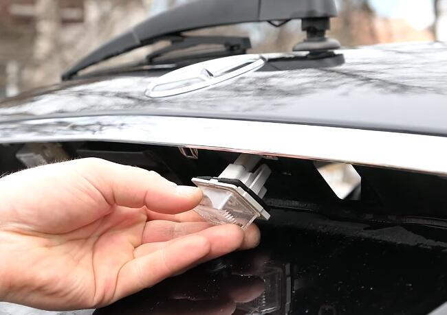 How-to-Change-License-Plate-Lamp-for-Mercedes-Benz-E-Class-9